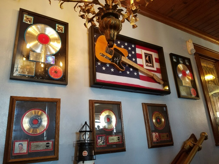 music-wall-at-pub